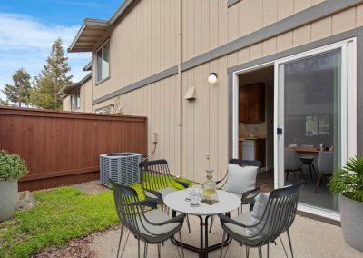 Almondwood Apartments 2 Br Townhome Patio