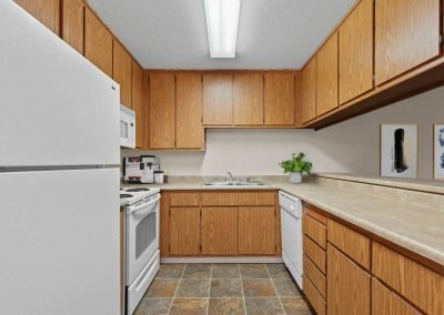 Fountain Circle Townhomes Kitchen - 2BR Apartment