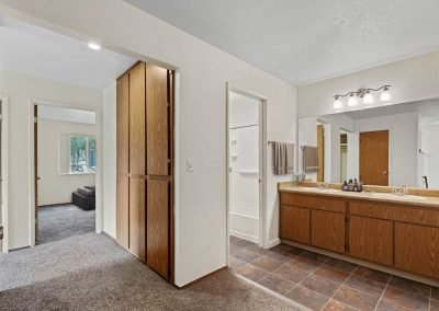 Fountain Circle Townhomes Upstairs Bathoom - 3BR (Style A)