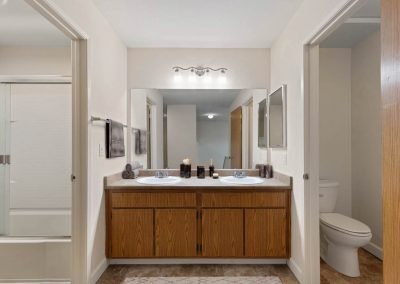 Fountain Circle Townhomes Upstairs Bathroom - 4BR