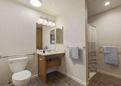 Fountain Circle Townhomes Bathroom - 1 Br Apartment