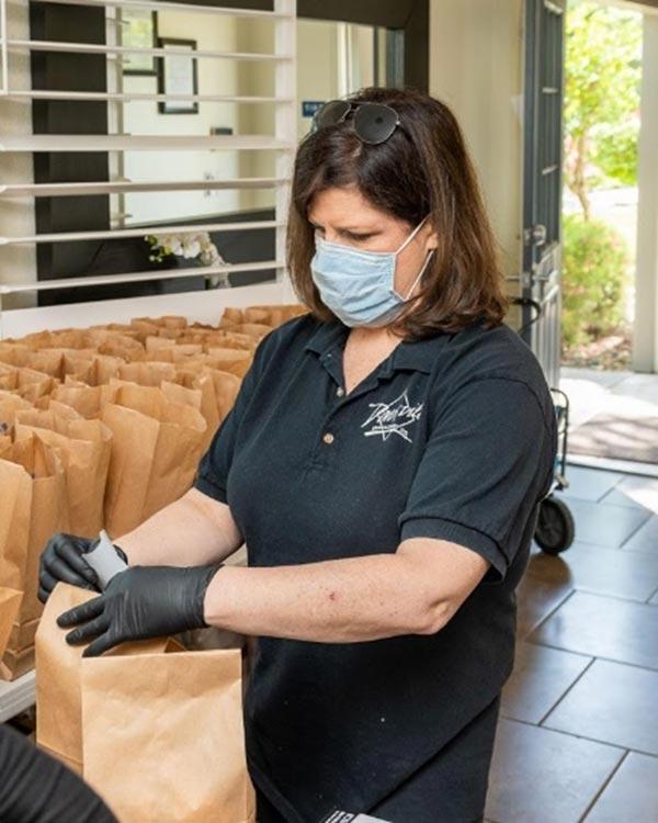 Davisville Management Team Prepares Lunches for Renters