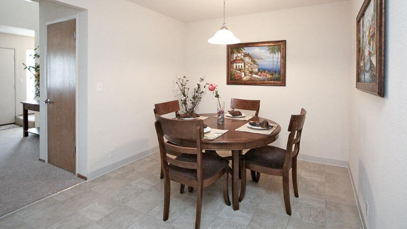 Fountain Circle Townhomes Dining Room